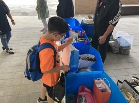 저희 센터와 서울강서등서초등학교에서는 협약을 맺고 지난 2021.5.24부터 5.26일까지 3일간에 걸쳐 이웃사랑 나눔을 위한 재활용품 기부캠페인을 벌였습니다.교직원분과 학생들의 기부활동으로 양천지역자활센터 재활용사업단은 모처럼 활기를 띠었습니다.도움을 주신 모든 분들과 수고하신 직원분들께 감사드립니다.