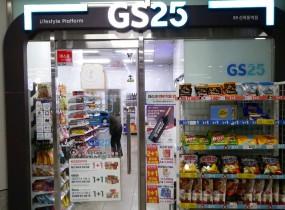 기업연계형 자활사업인 GS25 내일스토어 양천제3호점이 9호선 신목동역 지하철 역사내에 새로 오픈했습니다. 2021년 4월 19일부터 본격 시작했는데요,이른 아침 6시부터 늦은 12시까지 총 18시간 운영하는 편의점입니다.